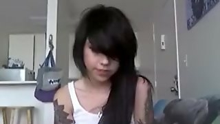 Petite emo cutie cums with vibe and sextoy