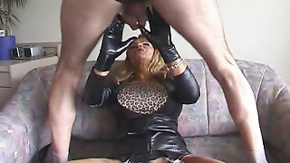 BACKSTAGE Bigboobed Traudl Caff gets without mercy plumbed in pussy and caboose by machine