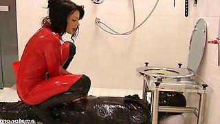 Lady Ashley & Sklave in Quoad Locus: WC - KINK