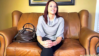 Amateur dolls on audition couch go total lesbo