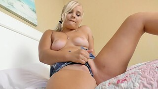 Hot blonde room-mate Bella Jane drops her clothes for a quickie