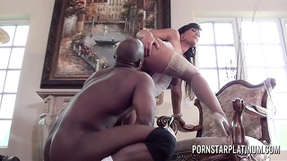 Ivory skinned milf Lisa Ann is fucked at the end of one's tether hot blooded BBC Prince Yahshua