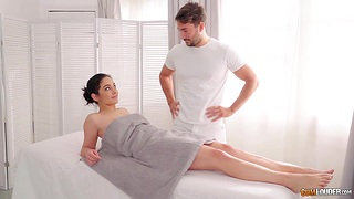 Masseur is playing with pussy curtains be worthwhile for sexy client babe Ginebra Bellucci